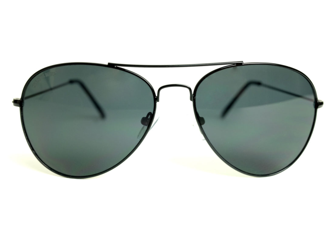 3b5cc4cfdc Black Metal Frame Aviator Sunglasses with Gray lens