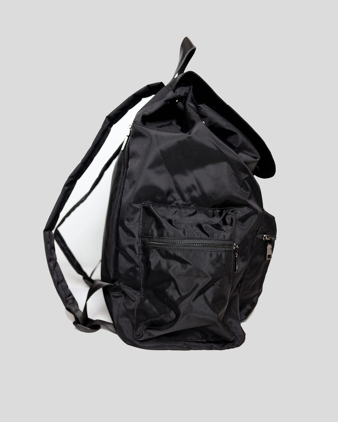 photo-2-BLACK-NYLON-RIPSTOP-BACKPACK-URBANE-MUSE-CHRIS-SMITH