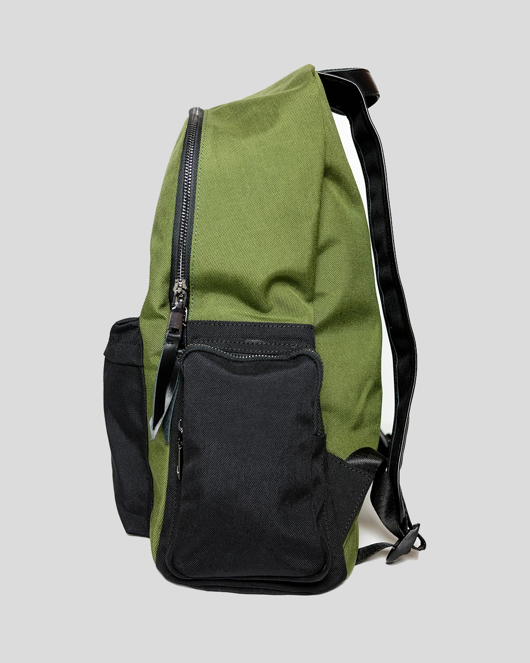photo-4-GREEN-CORDURA-BACKPACK-URBANE-MUSE-CHRIS-SMITH
